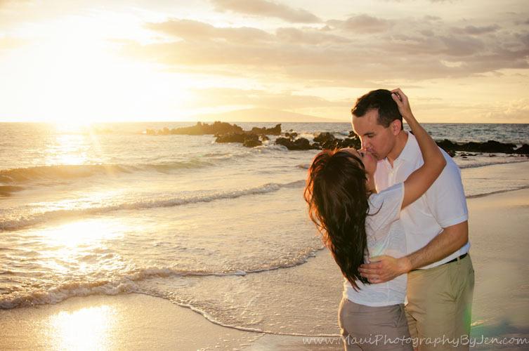 couples maui photographer at sunset