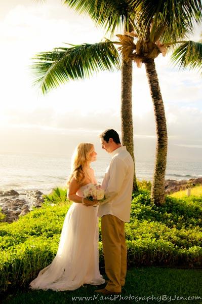maui photographer at wedding on the beach