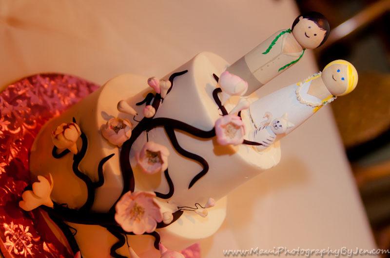maui wedding cake by photographer