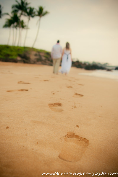 photographer in maui with couples footprints