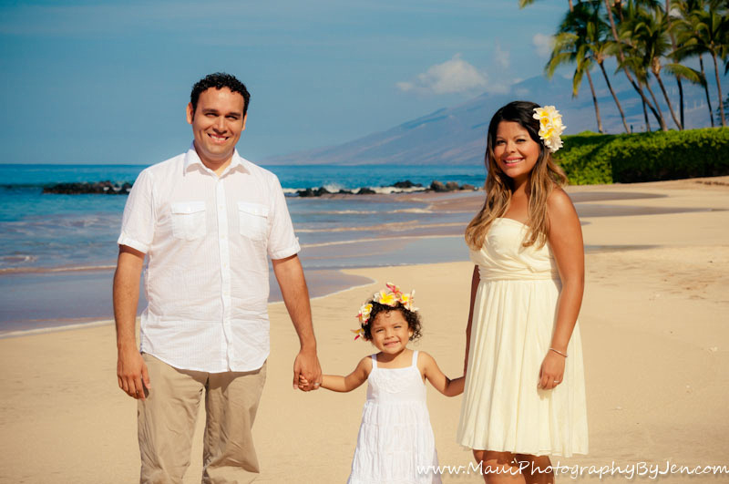 maui photographer with child and family