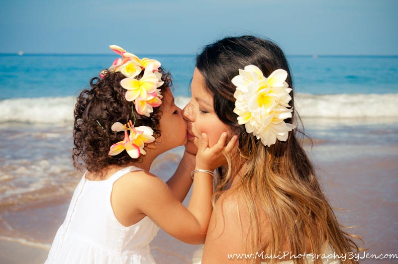 maui family photography with mother daughter kissing