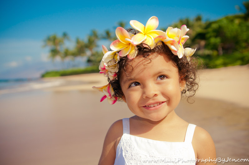 maui child photographer with 3 year old