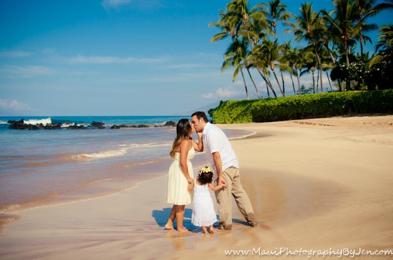 maui photographers with family love on the beach