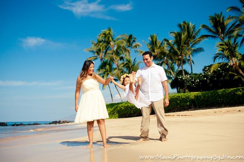 maui family photographers with family having fun