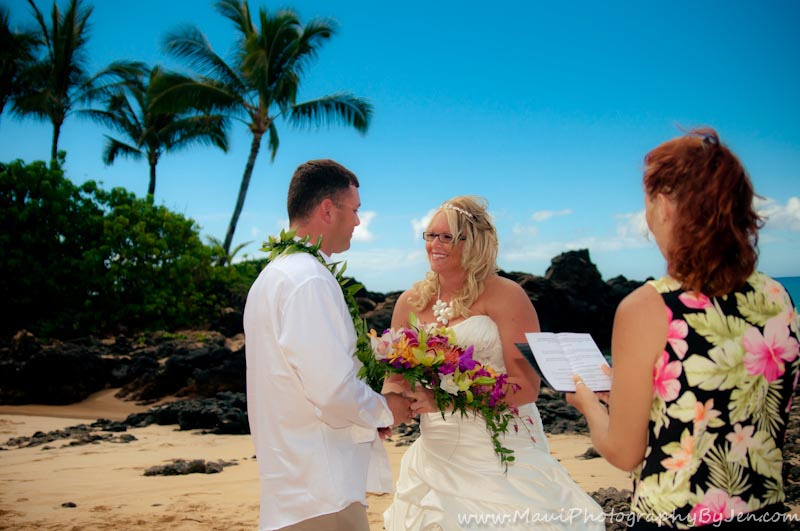 maui wedding by photographer in makena