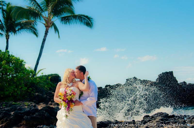 maui wedding photographer at wailea beach