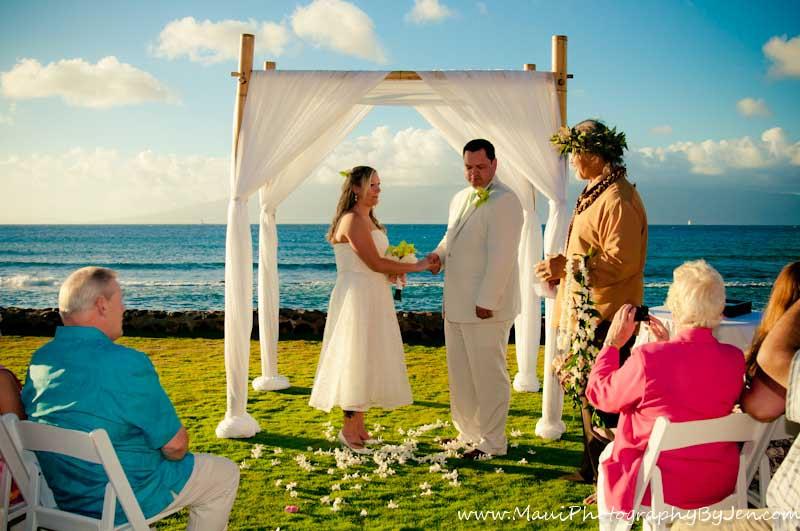 maui wedding photography in lahaina