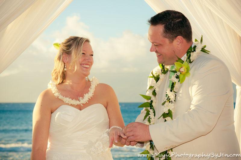 maui wedding photographer jen at hotel