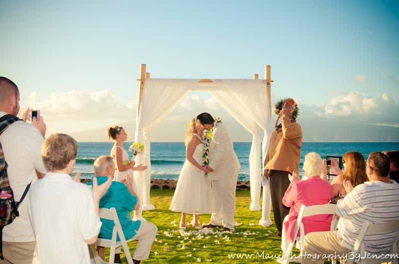 maui wedding photographers at ceremony