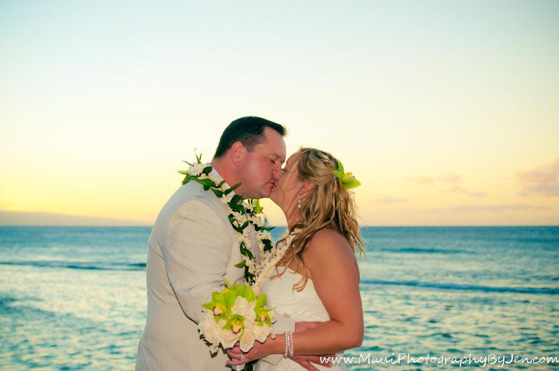 maui wedding photographer jen in makena