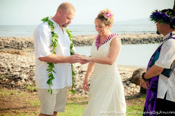 maui wedding at olowalu plantation exchanging rings
