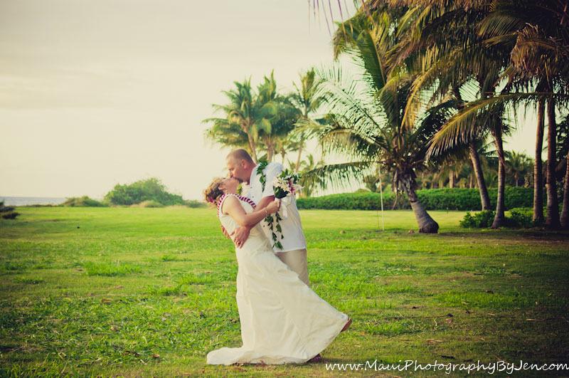 maui wedding photography in olowalu plantation