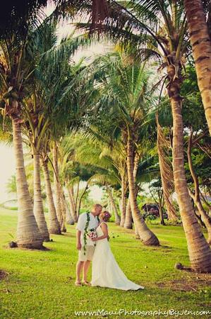 maui wedding photographers in olowalu plantation house