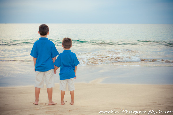 maui child phototgrapher with young boys