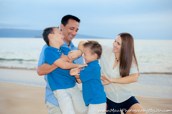 maui family photography playing on the beach