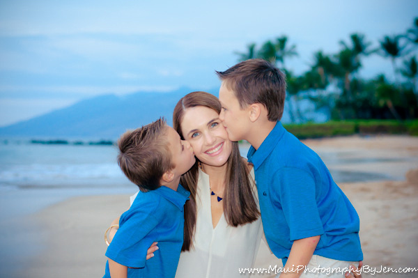 maui phoography mom with sons family portrait