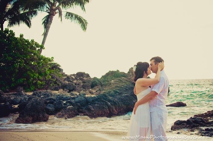 maui honeymoon photography in makena at secret beach