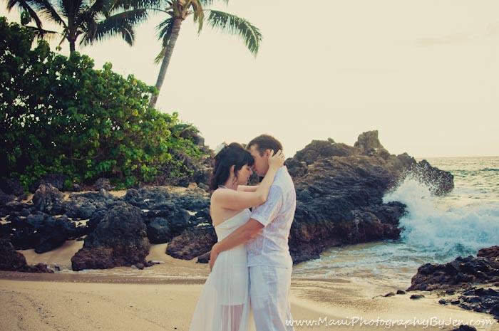maui honeymoon photography in makena secret cove