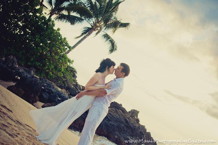 maui photographer at couple honeymoon