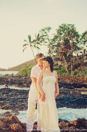 maui photographers with couple