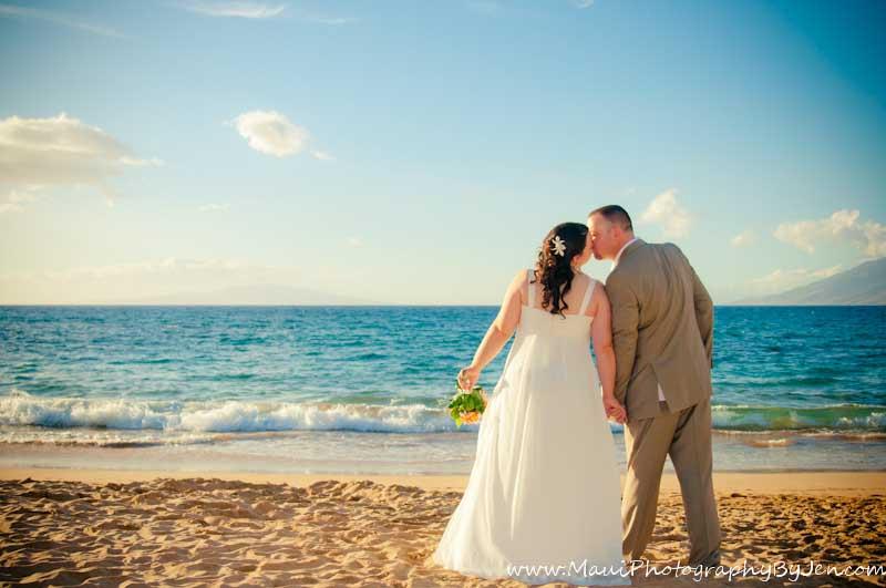 maui wedding photographer at the beach in makena