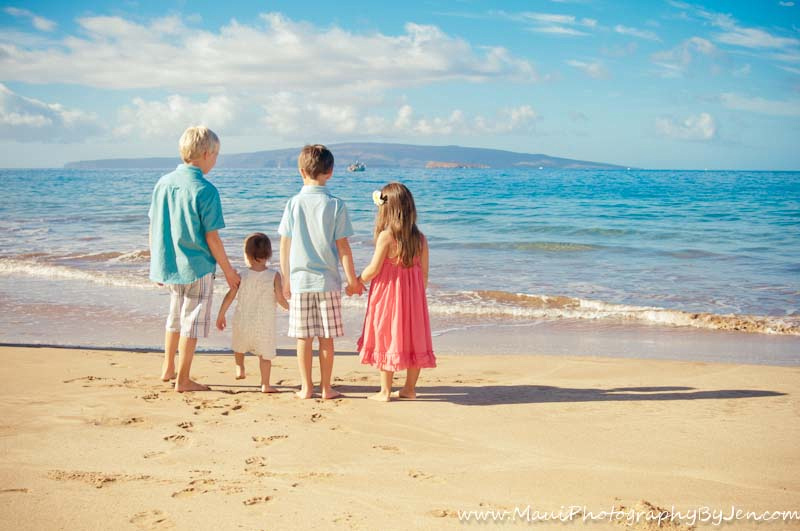 kids in maui holding hands by maui photography