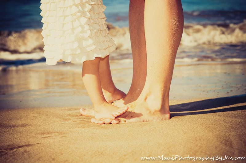 family photography in maui feet