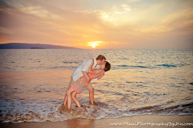 photography in maui with couple at sunset