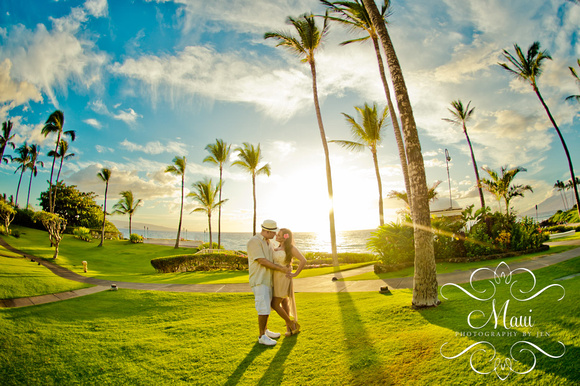 Maui Photography at sunset with couple and palm trees golf course