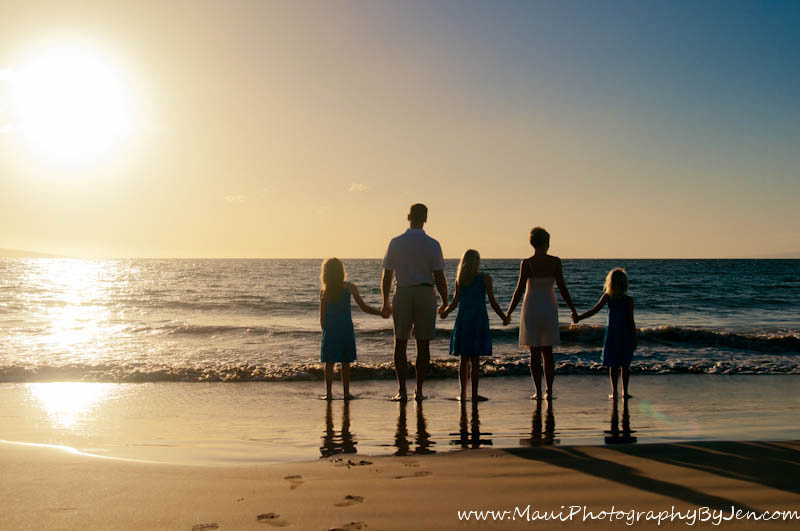 maui photography with family holding hands