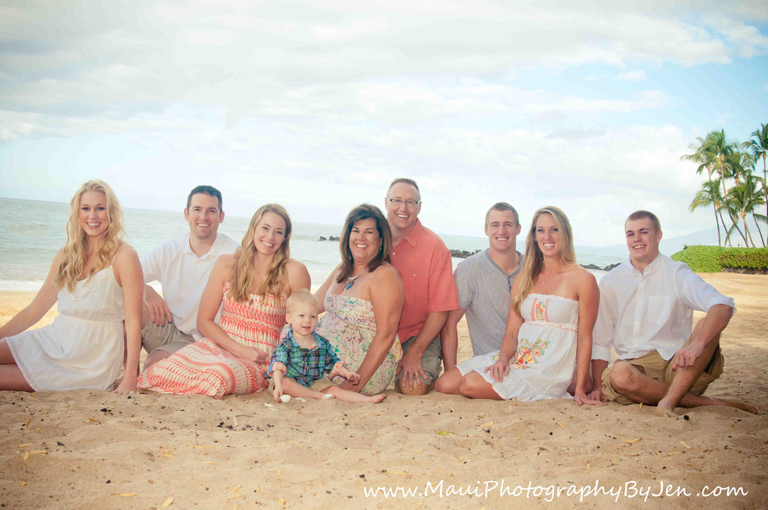 maui photographers with big family beautiful sitting on the beach