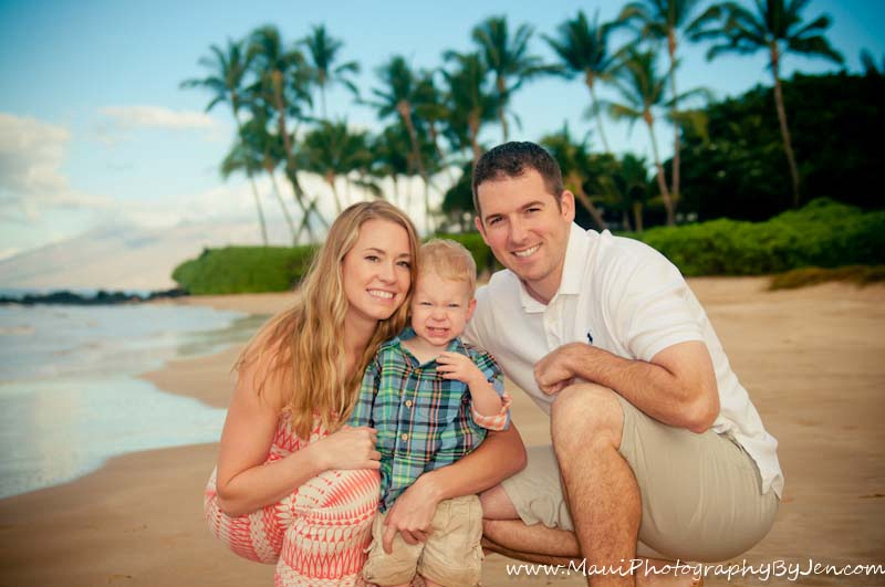 photographer in maui with family with child