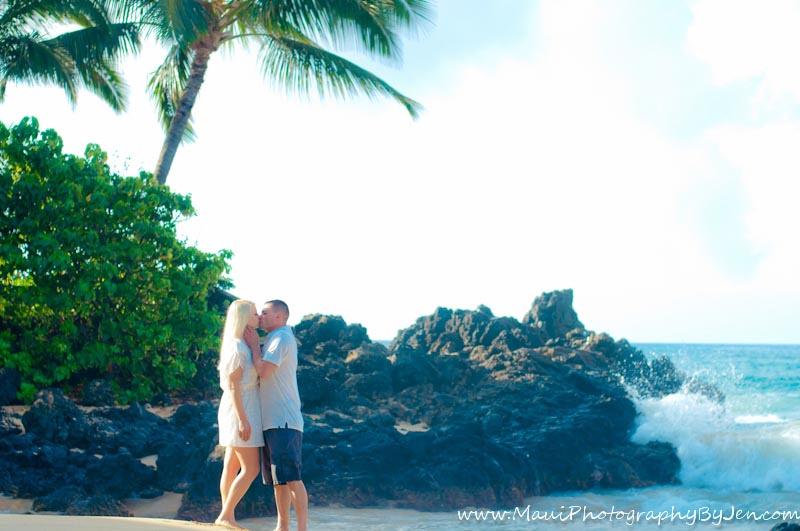 maui photographer with couple honeymoon