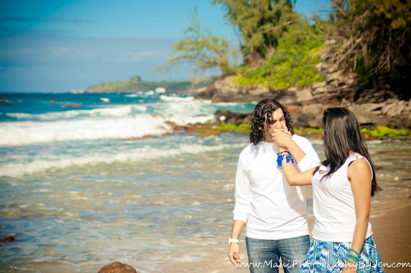 photographer in maui with couple romantic