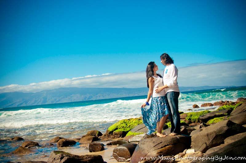 maui photography with couple on rocks on the beach