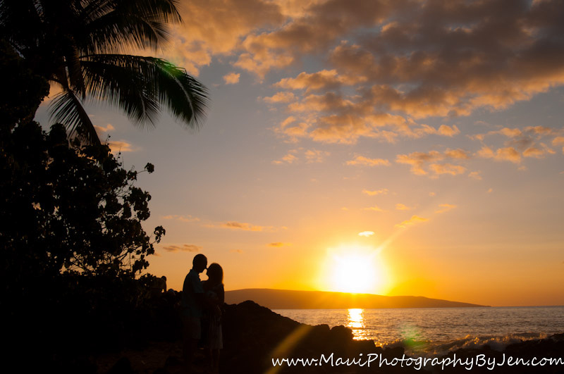 photographer in maui sunset anniversary