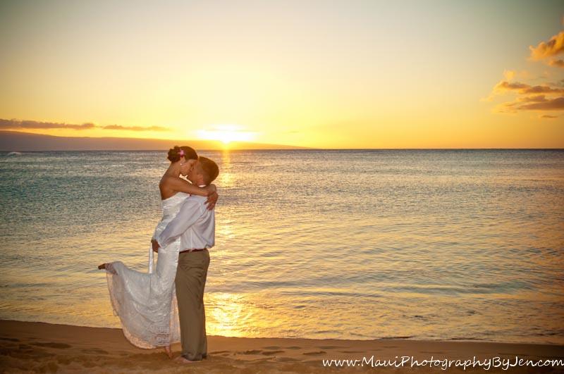 maui photographer love wedding