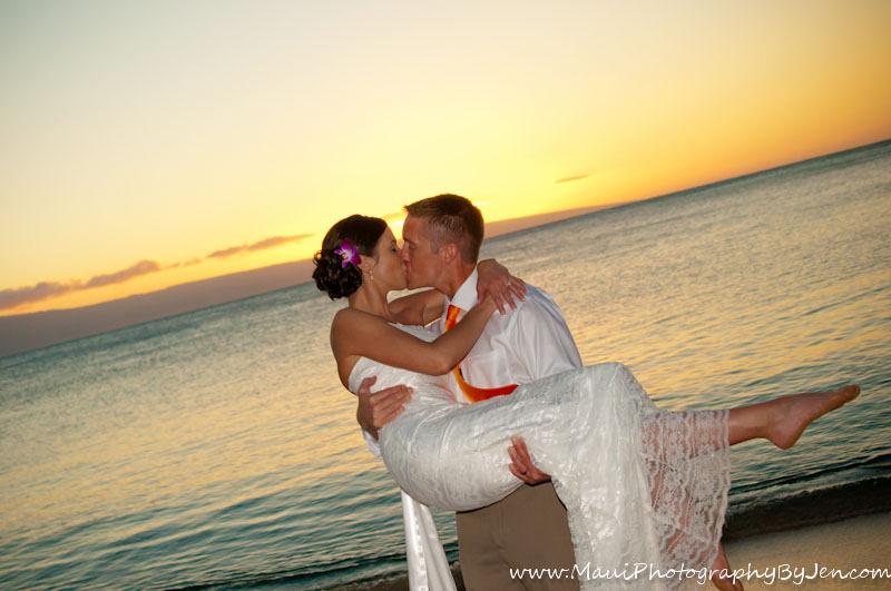maui photography kissing