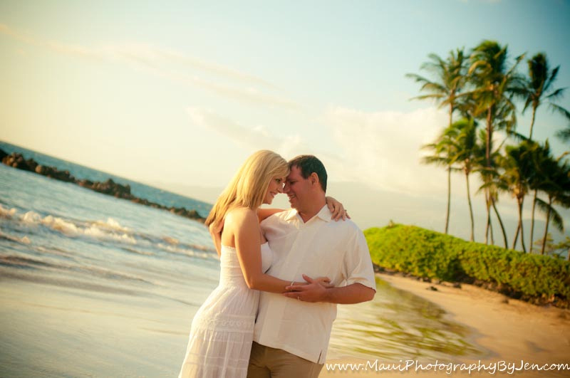 photography in maui with couple in love