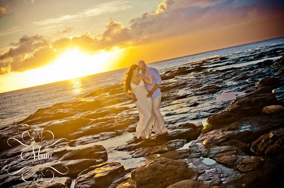 photography in maui couple honeymoon kapalua