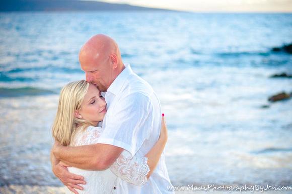 couples photographer in maui on the beach