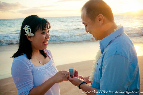 vow renewals by maui photographer at sunset