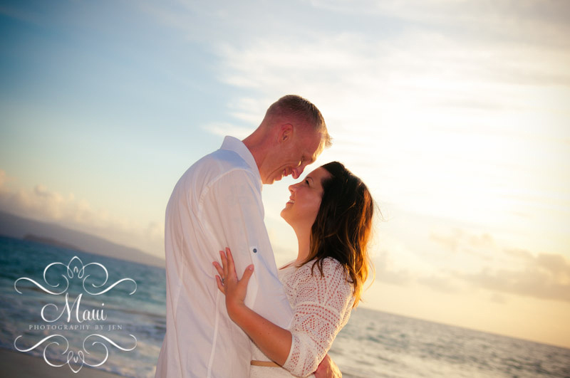 maui photography with couple at the beach