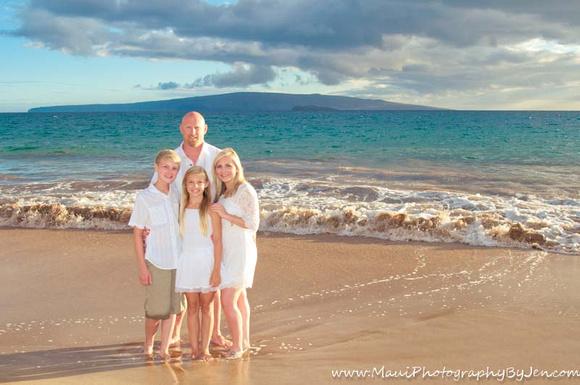 maui photographer with family on the beach.