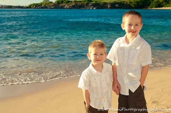 maui children photographer with boys