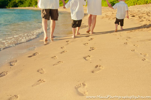 maui family with feet in the sand