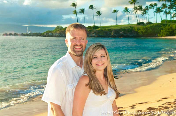 maui couples photography on the beach with palm trees