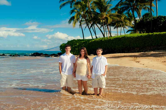 maui photographer at beautiful beach with palm trees