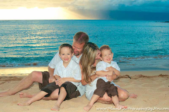 maui family photographers capture candid moment laughing